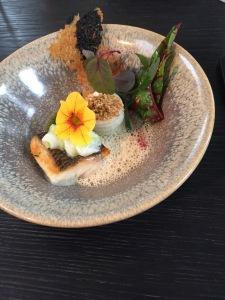 Voorgerecht 2: dorade met zeevenkel, dragon, Chinese bouillon en radijs