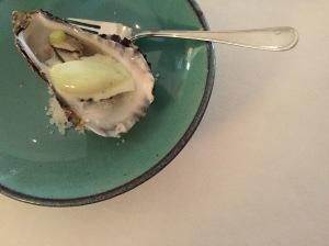 amuse: oester | oesternat | komkommerijs