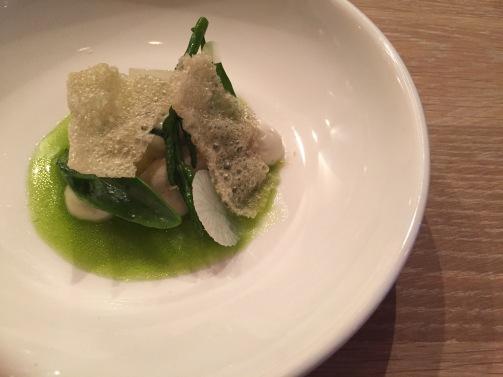 voor 1: oester, oestercreme | krokantje van oester | zilte kruiden | lamsoor, vinaigrette van gefermenteerde meiknol