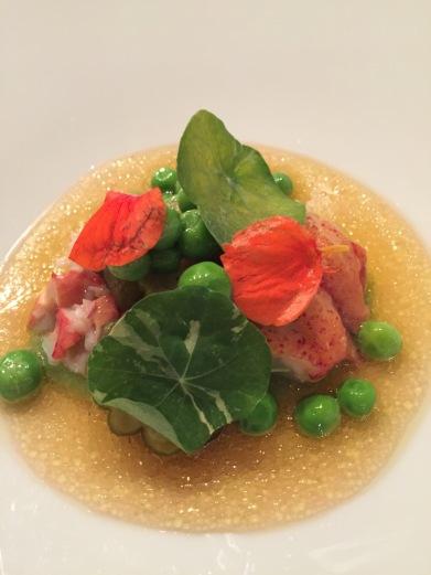 voor 2: kreeft | spitskool | jonge doperwten | groene aardbei | oostindische kers | huisgepekelde augurk | vinaigrette van rabarber